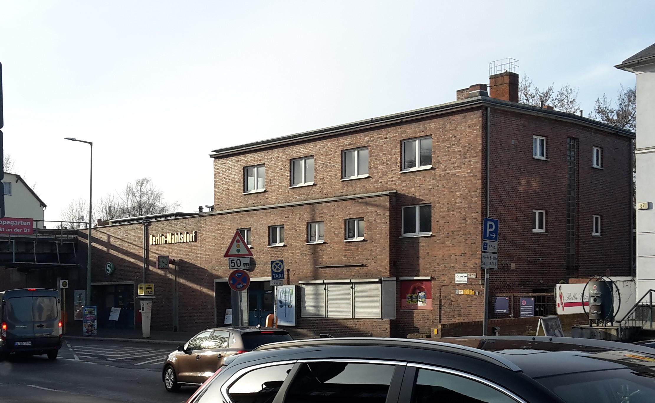Ansicht des Bahnhofsgebäudes Mahlsdorf