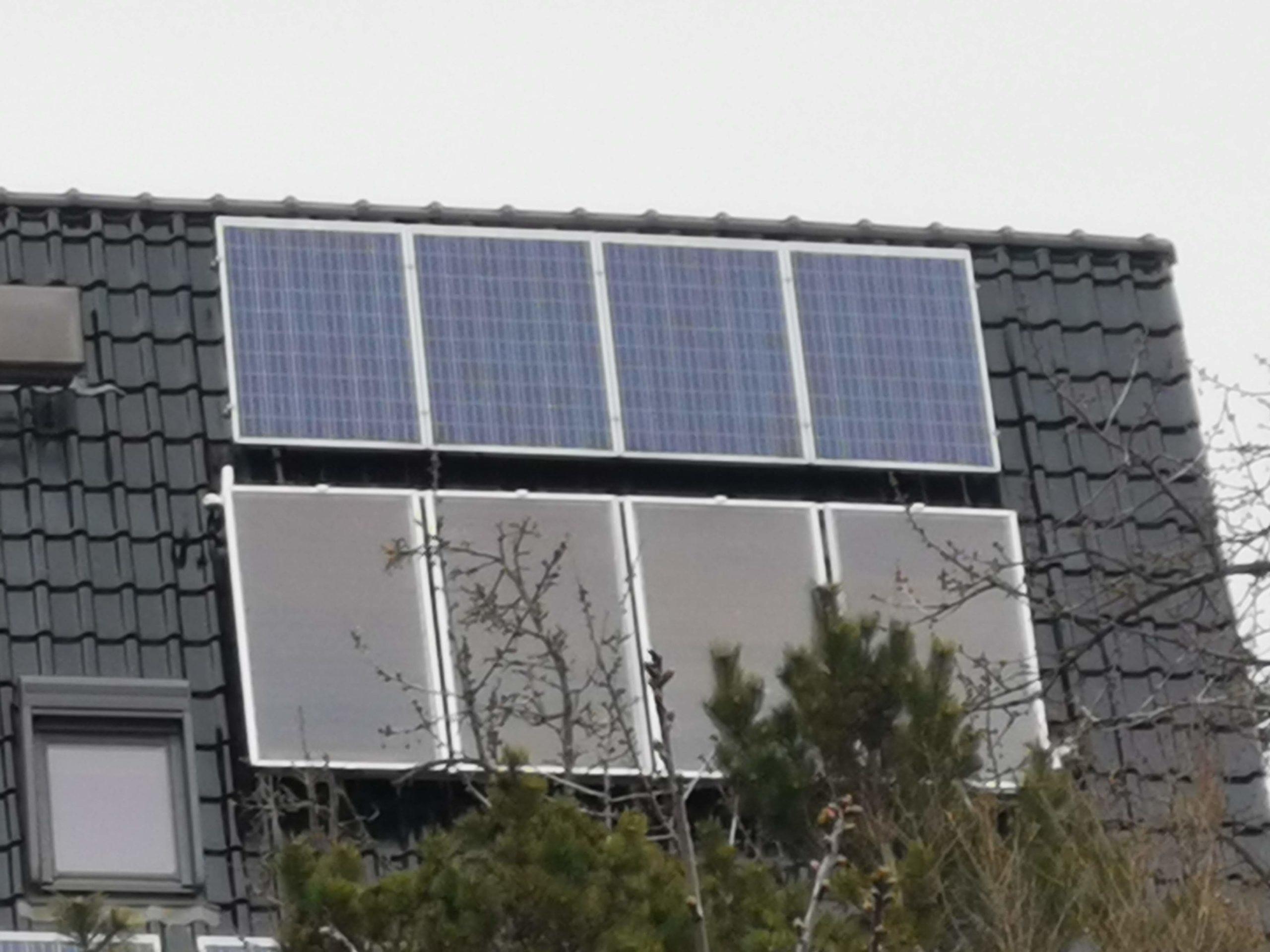 Solarpaneele auf einem Dach in Mahlsdorf
