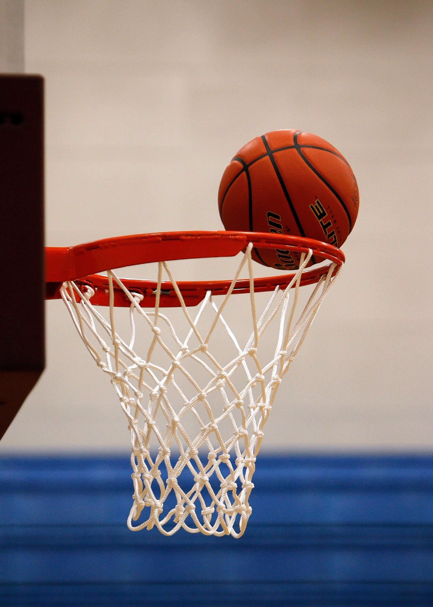 Symbolbild Turnhalle (Basketballkorb)